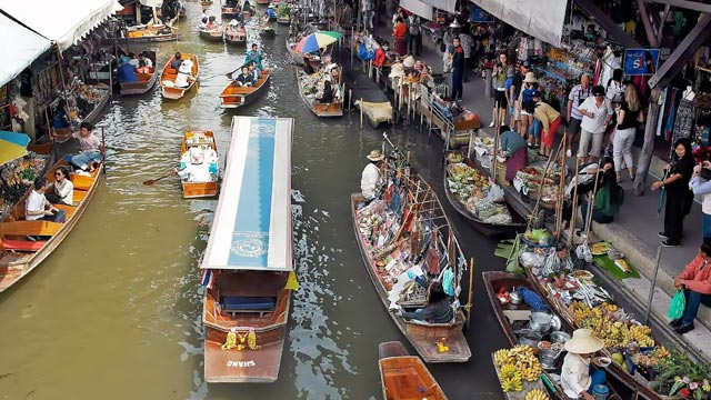 Experience the Bangkok floating market