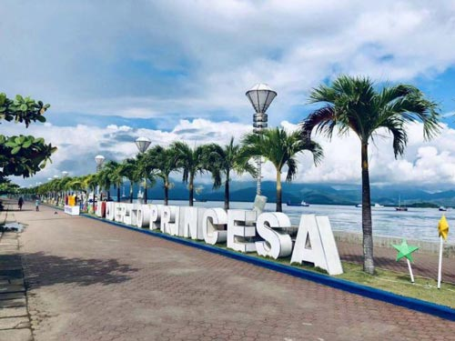 Have quality time in Puerto Princesa City Baywalk Park